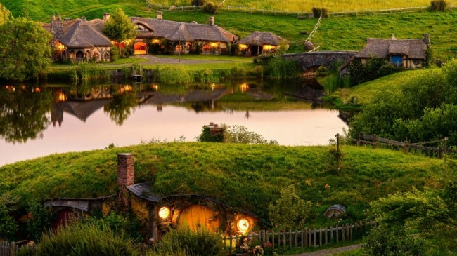 Grab a great value Hobbiton Movie Set day tour, the award-winning attraction made famous by the popular Lord of the Rings and Hobbit movies. Hidden away on private farmland just outside the small town of Matamata, the charming countryside of The Shire ...