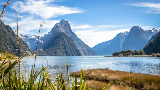 Available Fridays and Saturdays, plus extra days during the holidays! See one of the world's most spectacular natural attractions on a full day tour including a cruise on the fiord.